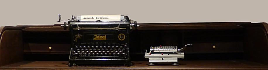Ein alter Schreibtisch mit Utensilien...