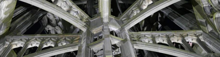 Turmhelm Ulmer Münster bei Nacht