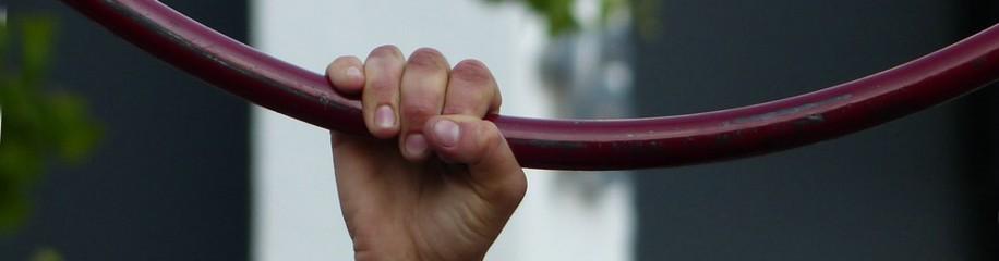 Eine Hand am Ring - Artistik